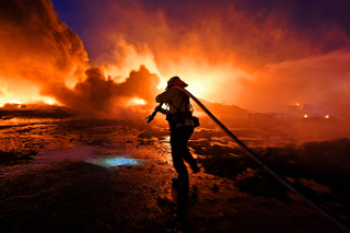 Firefighter in California.2 (Jose Carlos Fajardo.San Jose Mercury News  via Associated Press).