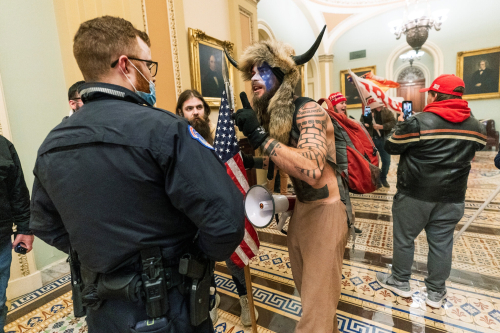 Capitol Police Captiol Hill Riot 01.06.21 (Manual Balce Ceneta . Associated Press)